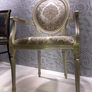 стул Медальон с подлокотниками с патиной Тон 15 Слоновая кость + серебро ткань Бомбей 10303А